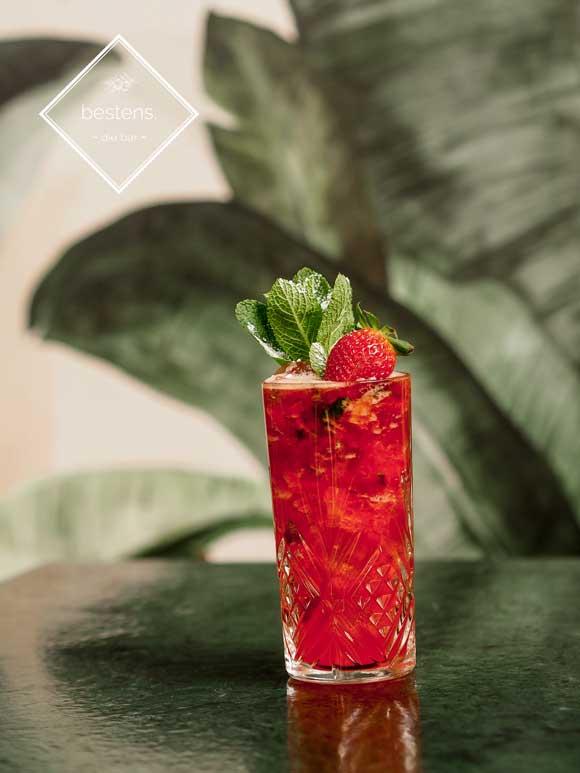 bester cocktail in wien mit erdbeeren