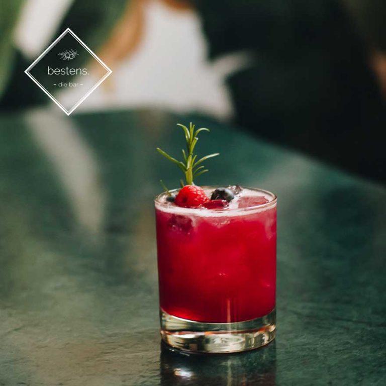 cocktail rezept wildberry smash cocktailbar wien
